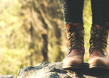How to Wash Hiking Boots Featured Image