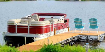 How to Anchor a Pontoon Boat - Outdoor World Reviews