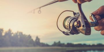 How To Change A Fishing Reel From Right To Left Handed| Outdoor World Reviews